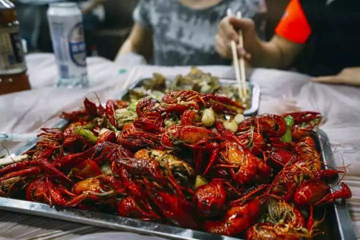 小龙虾的致命真相:全世界都不敢吃,中国人却还被蒙在鼓里!